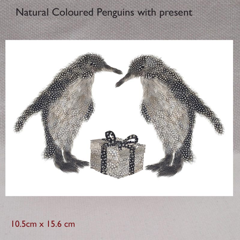CARD 7X5 - Two penguins with a present ( natural coloured)